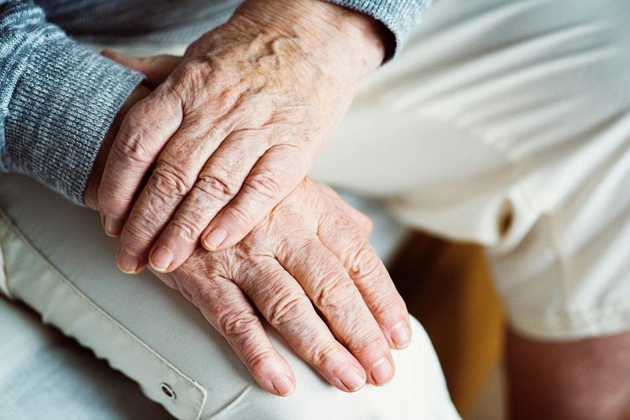 Opieka nad starszymi  –  co zrobić, aby senior mnie polubił